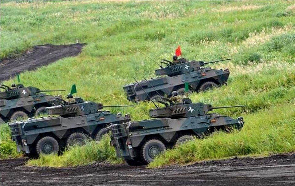 島しょ部に展開したとの設定で偵察行動に移る87式偵察警戒車(岡田敏彦撮影).jpg